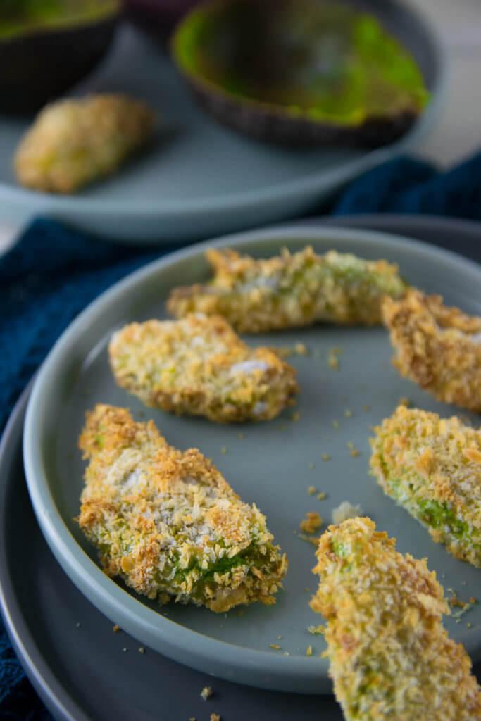 In nur wenigen Minuten sind diese leckeren Avocado Fritten zubereitet - perfekt auch für die Zubereitung im Airfryer