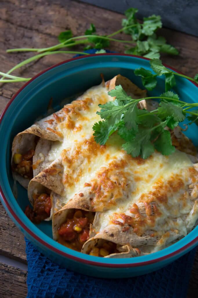 Überbackene Burritos mit Putenfleisch und frischem Koriander