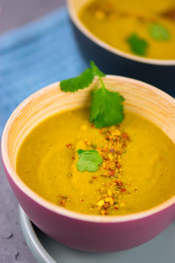 Mit oder ohne Koriander - mega lecker - Gelbe Linsensuppe mit Kokosmilch und Curry