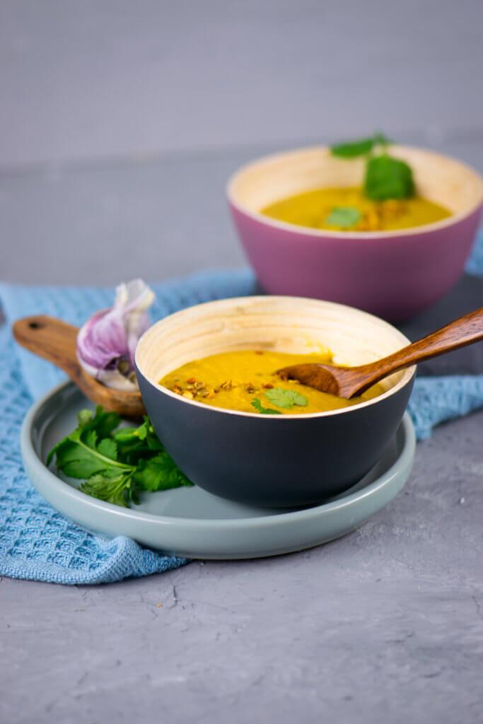 Vegan & verdammt lecker - Linsensuppe mit gelben Linsen, Curry & Kokosmilch