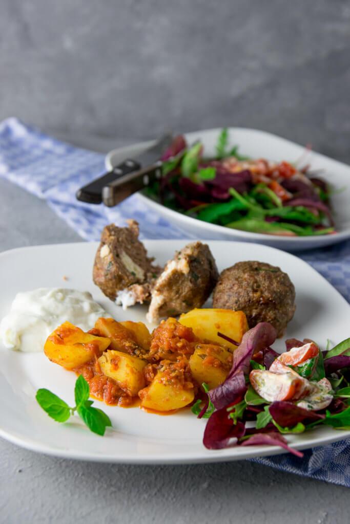 Griechische Meze - Köstlichkeiten aus Griechenland - Patates sto fourno