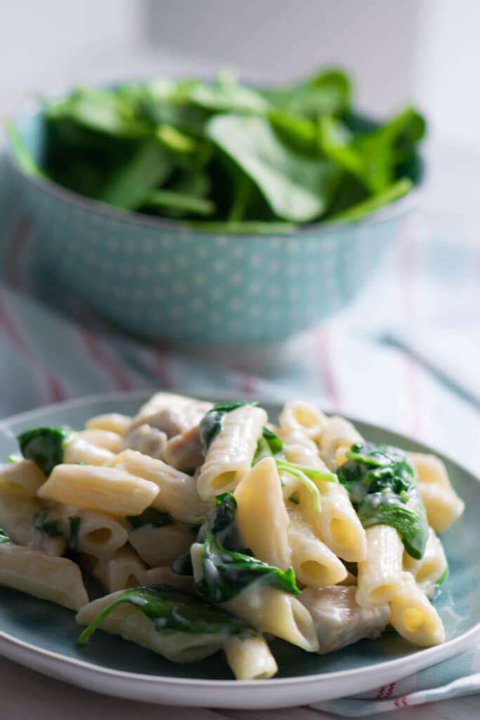 Einfaches Rezept für Spinat Pasta in leckerer Knoblauch Sauce
