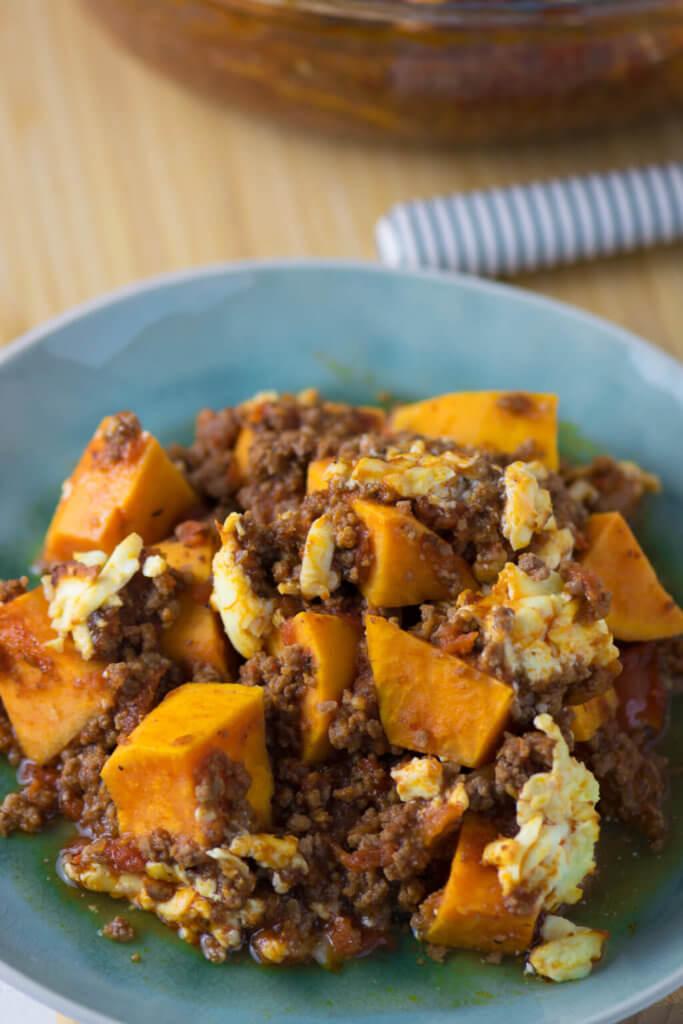 Gesund, einfach & lecker - Oberlecker - Süßkartoffel Hackfleisch Auflauf mit Feta überbacken