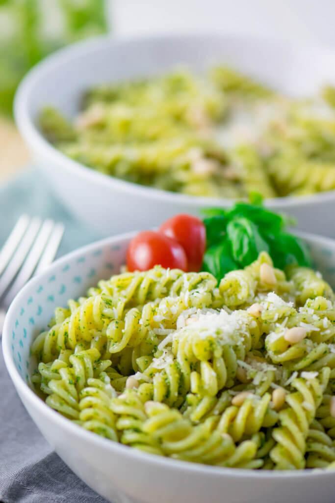 Mega lecker und unvergesslich - Basilikum Pesto Pasta mit nur 4 Zutaten