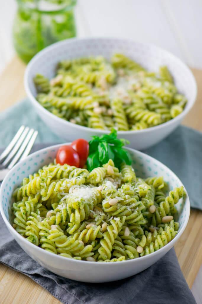 Yummy, mega lecker und man braucht nur 4 Zutaten für die Zubereitung der Pesto Pasta