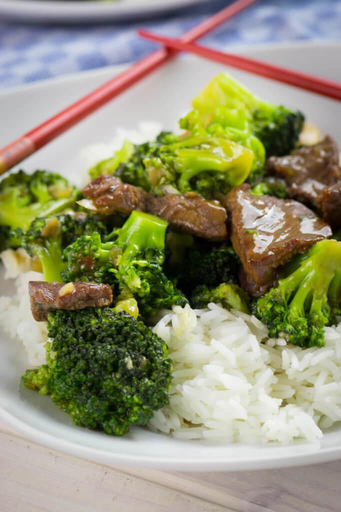 Yummy, so einfach & so lecker! Brokkoli Rindfleisch Pfanne mit Cashewnüssen im Asiastyle