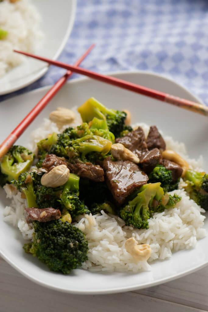 Zartes Rindfleisch mit Brokkoli und Reis