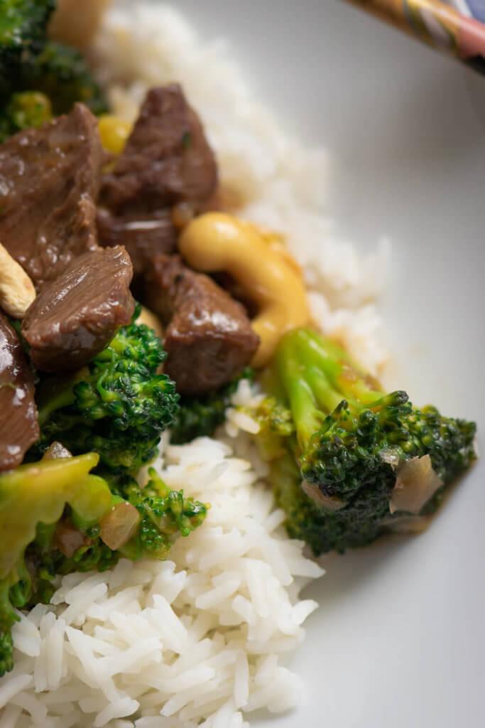Brokkoli und Rindfleisch in Sojasauce
