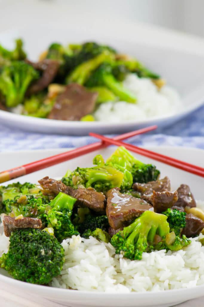 Einfaches Rezept für eine Brokkoli Rindfleisch Pfanne in Sojasauce