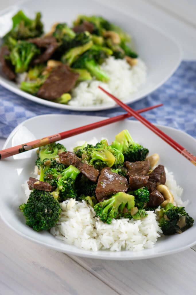 Leckerer Brokkoli mit Rindfleischstreifen