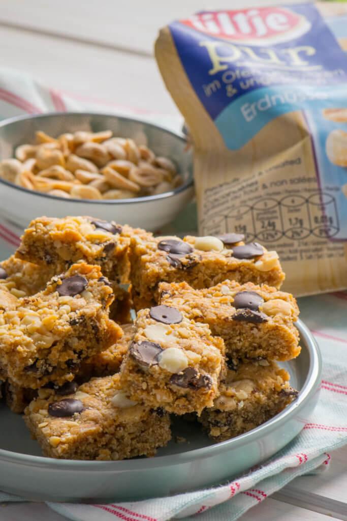 Mit Erdnüssen schmeckt einfach alles - diese kleinen Peanutbutter Bars sind köstlich