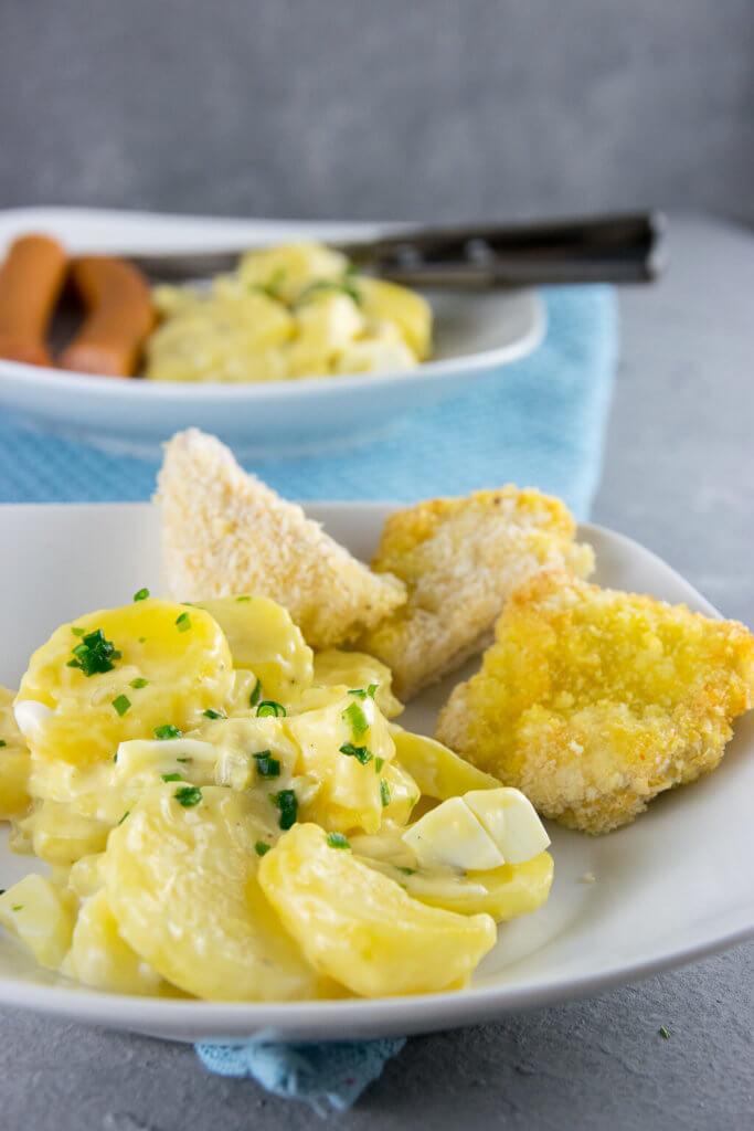 Kross, saftig und lecker - Putenschnitzel mit knuspriger Panade und norddeutschem Kartoffelsalat