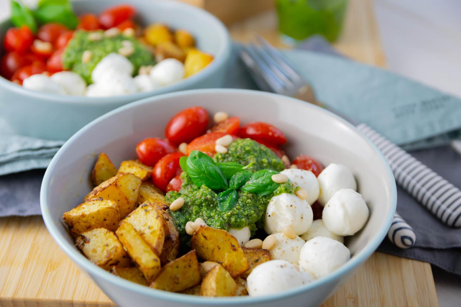 Köstlicher lauwarmer Kartoffelsalat - Pesto Potatoe Bowl