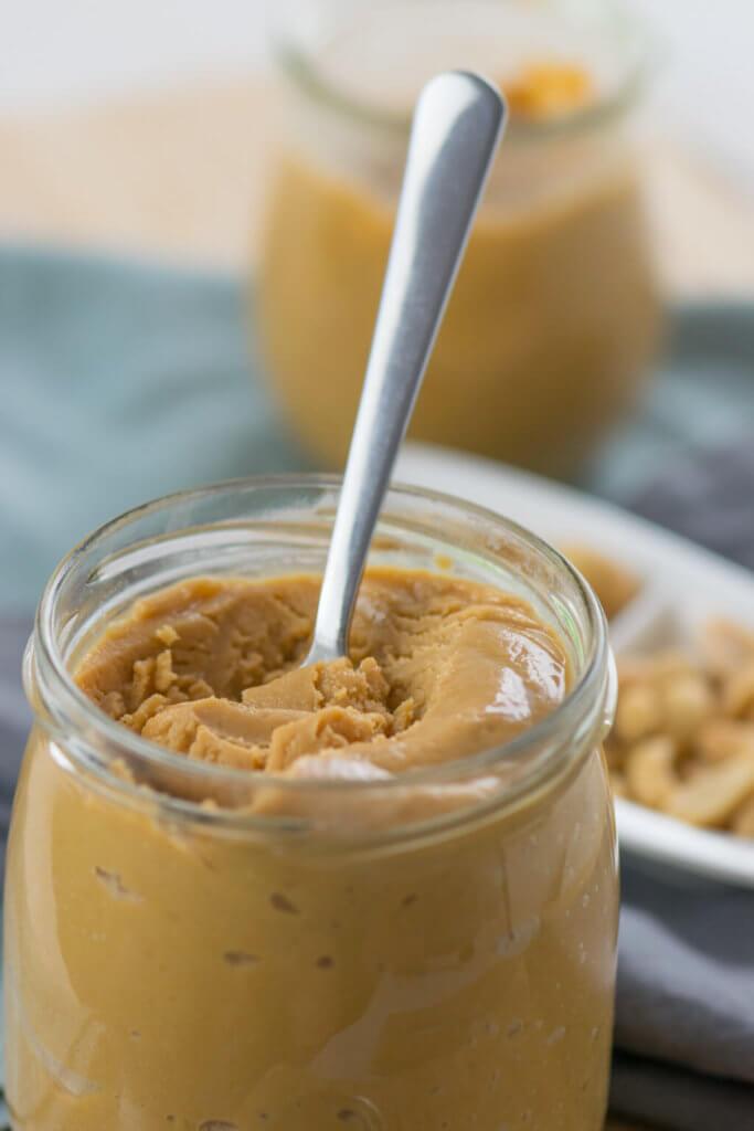 Erdnussbutter selber machen - cremig oder crunchy, super lecker und mit nur wenig Zucker, Proteinbombe