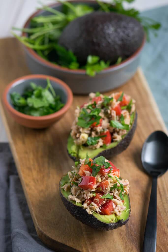 Gefüllte Avocado mit Thunfisch Salat