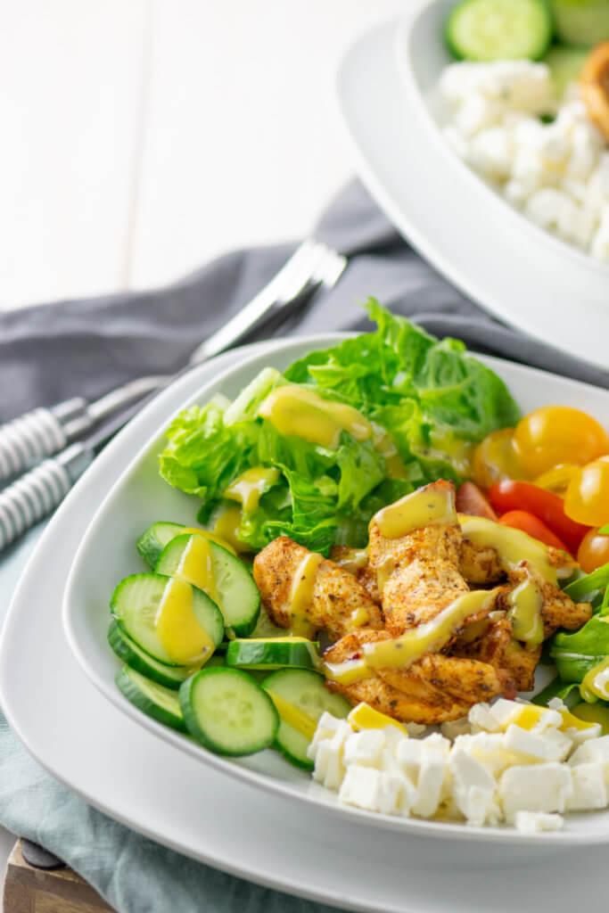 Herrlich einfach zubereitet und super lecker: Leckerer Grilled Chicken Salat
