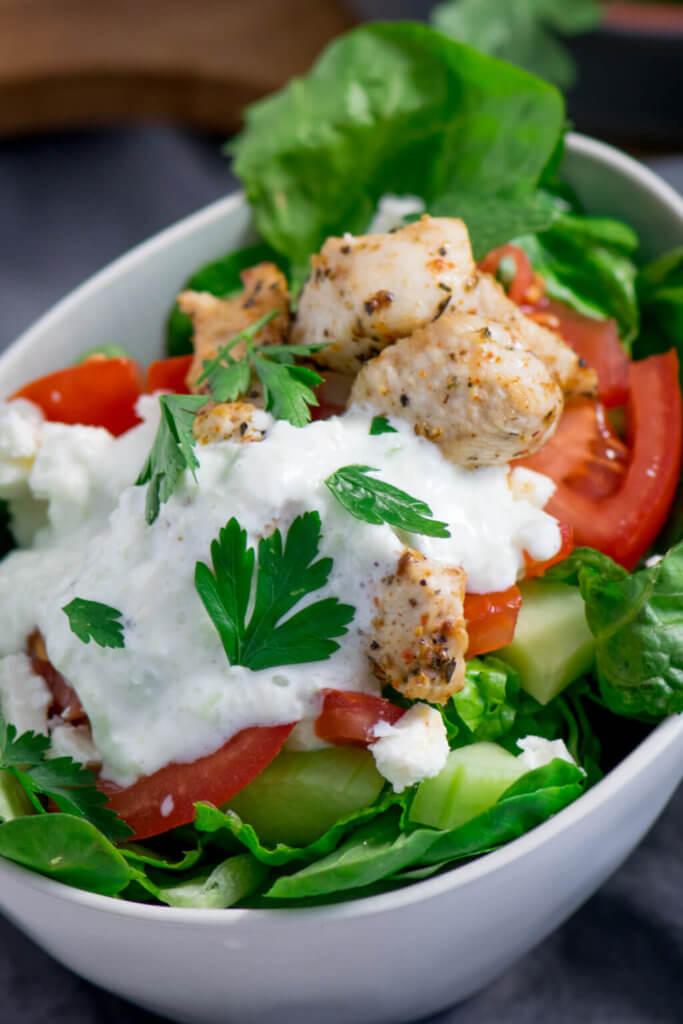 Gyros Salat mit Tomaten, Feta, und Paprika