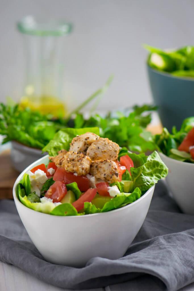 Gyros Salat mit Tzatzikidressing und super zartem Geflügelfleisch