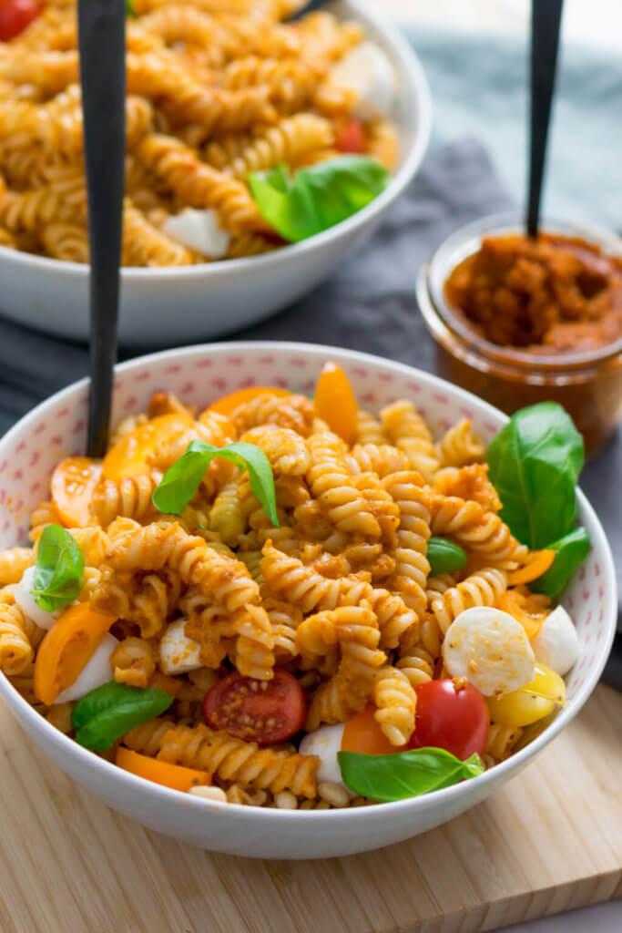 So schmeckt der Sommer - Pasta mit Pesto Rosso