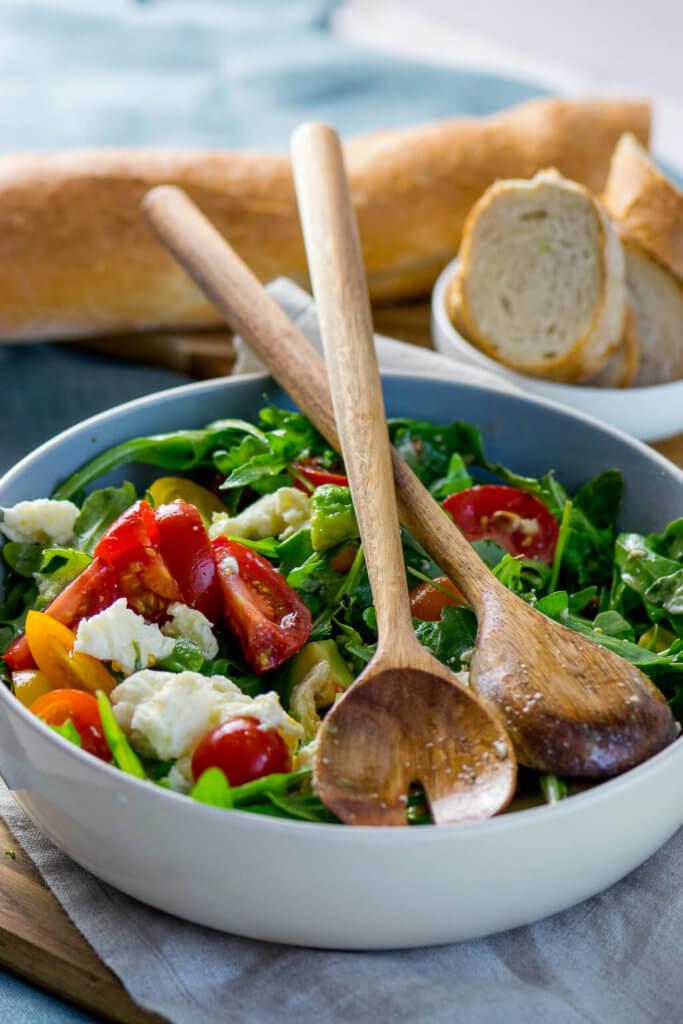 Rucola Salat mit Avocado und Mozzarella