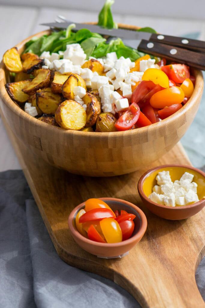 Soooo lecker, Honig Senf Röstkartoffel Salat mit Feta und Tomaten