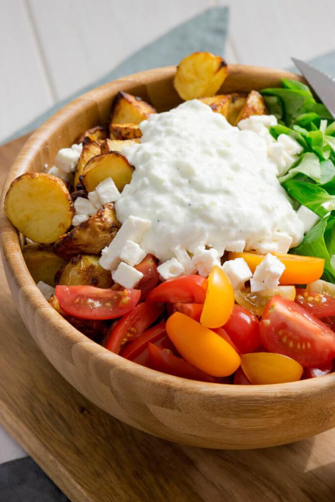 Röstkartoffel Salat mit Honig Senf Marinade und Tzatziki