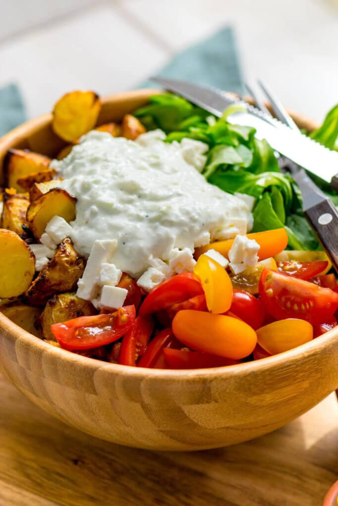 Röstkartoffel Salat mit Honig Senf Marinade und Tzatziki Dressing