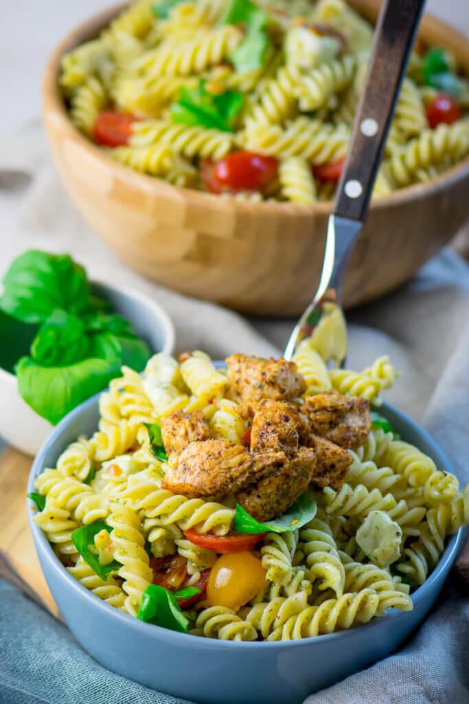Yummy, Nudelsalat mit Pesto und Tomaten