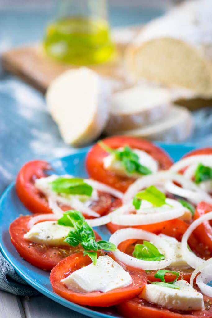 Tomatensalat mit Mozzarella und Balsamico Dressing #Balsamico #salat #sommer #tomaten