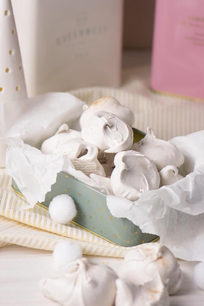 Für alle die es gerne süß mögen, sind diese zarten Chai Küsschen eine echte Versuchung. Das Rezept undTipps zum organisierten Backen gibt es hier.