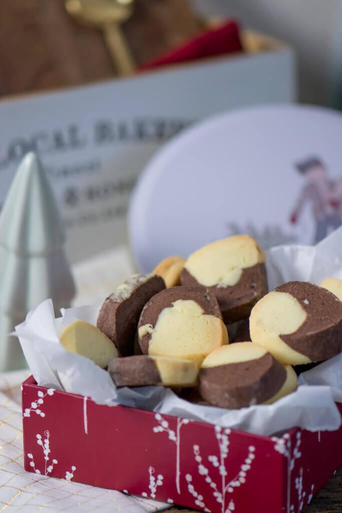 Einfache Plätzchen in 2 Farben mit Schoko und Vanille Geschmack, perfekte Ergänzung zu Makronen