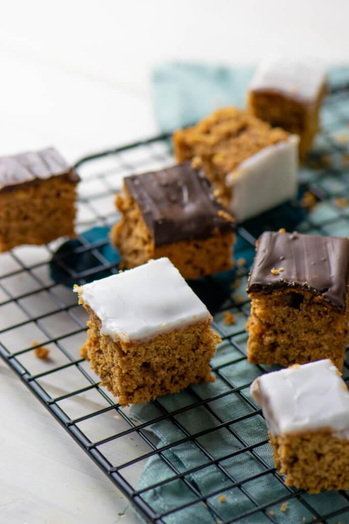 Lebkuchen mit Zuckerguss und Schokolade