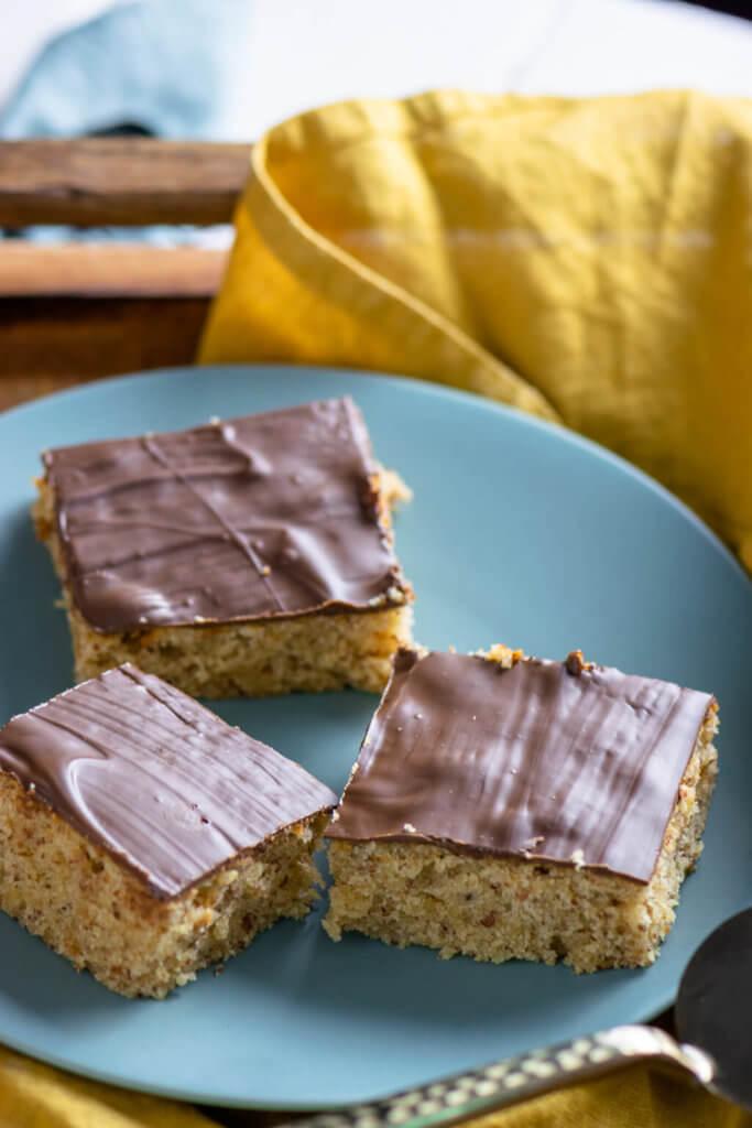 So oberlecker - Marzipan Fans werden den Marzipan Nuss Kuchen vom Blech abgöttisch lieben