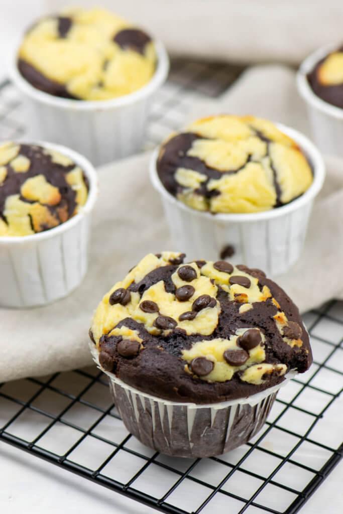 Schokoladen- und Käsekuchen sind eine bombastische Kombination