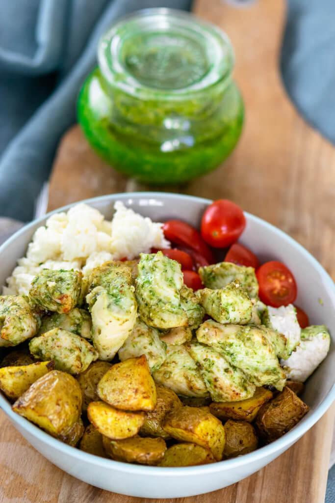 Hähnchenfleisch und Röstkartoffeln aus dem Airfryer