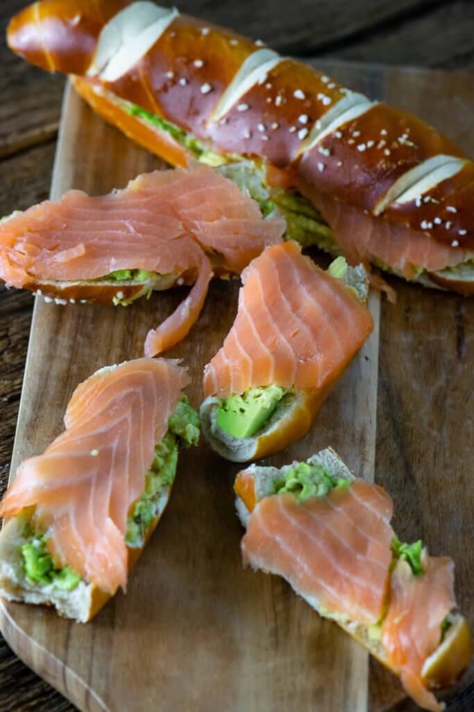 Laugenstange mit Lachs & Avocado - mein perfekter Snack als stillende Mutter