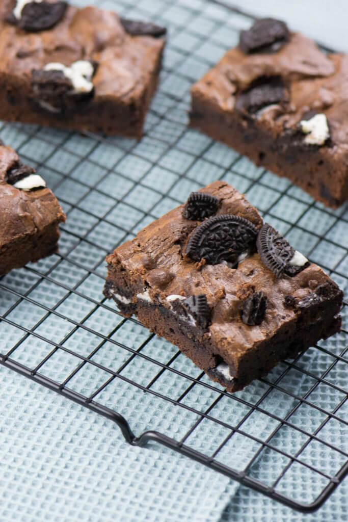 yummy - super einfaches Rezept für saftige Brownies mit OREO Keksstücken