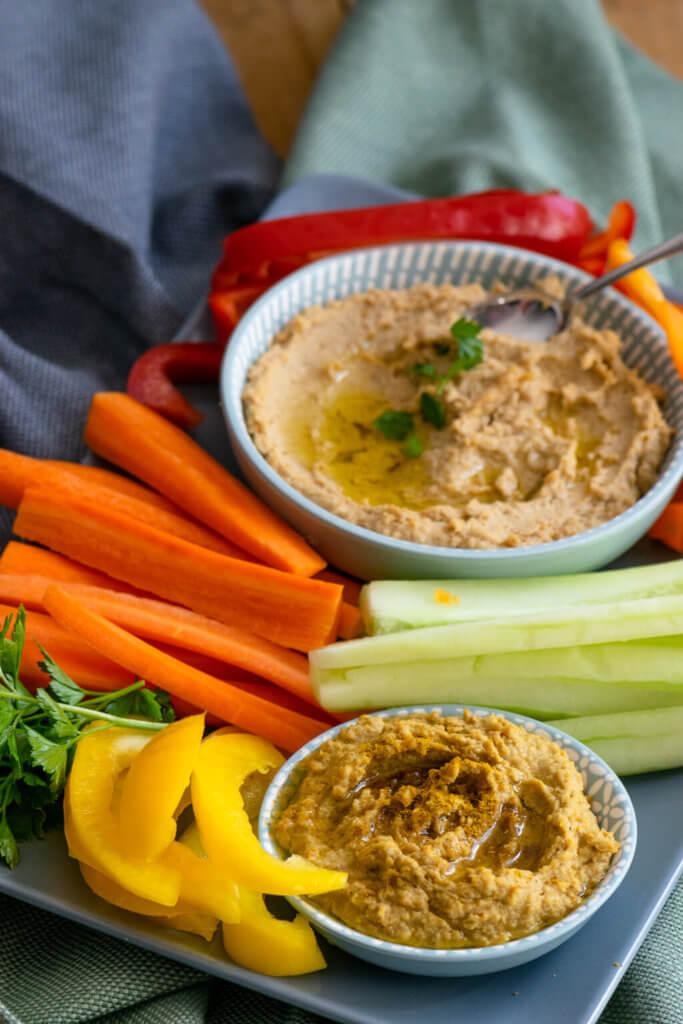 Hummus und Rohkost - so lecker!