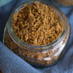 Das Sesamsalz passt perfekt zu Brot, Gemüse und Kartoffelgerichten