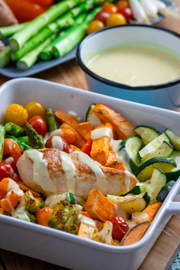Ofengemüse mit Süßkartoffel, Paprika, Brokkoli, Tomaten, Spargel und Zucchini