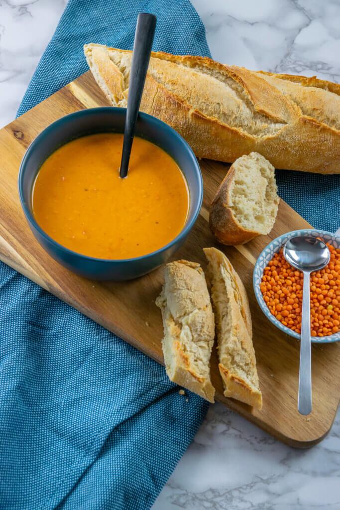 Zufällig vegan - alle Zutaten sind vegetarisch und vegan - perfektes Rezept für die ganze Familie - Rote Linsen Suppe Kokosmilch
