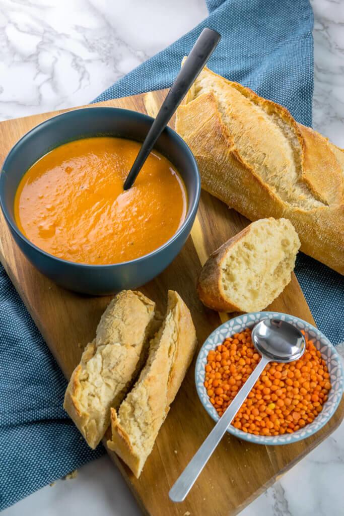 Diese Rote Linsen Suppe ist der Knaller - mit Kokosmilch, Paprika & Curry
