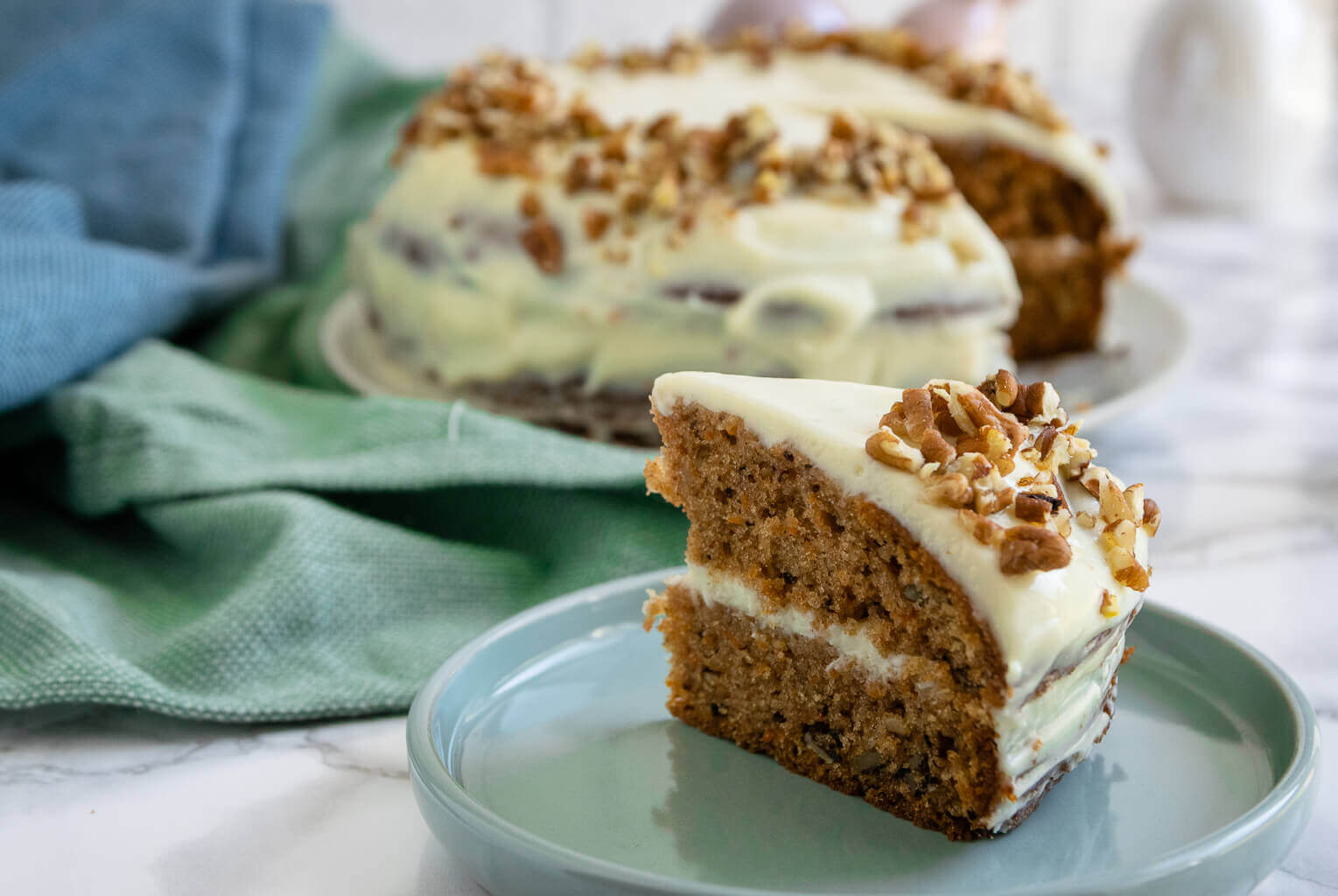 So backst du den perfekten Carrot Cake mit Frischkäse wie von Starbucks