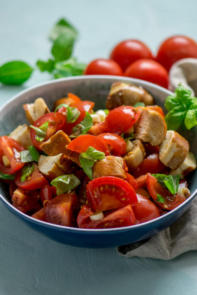 Mega leckerer Laugenbrezel Tomatensalat - in nur 15 Minuten zubereitet