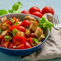 Mega leckerer Laugenbrezel Tomatensalat
