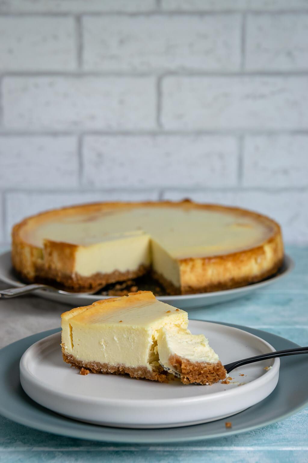 So gelingt der perfekte New York Cheesecake   cremig & abgöttisch ...