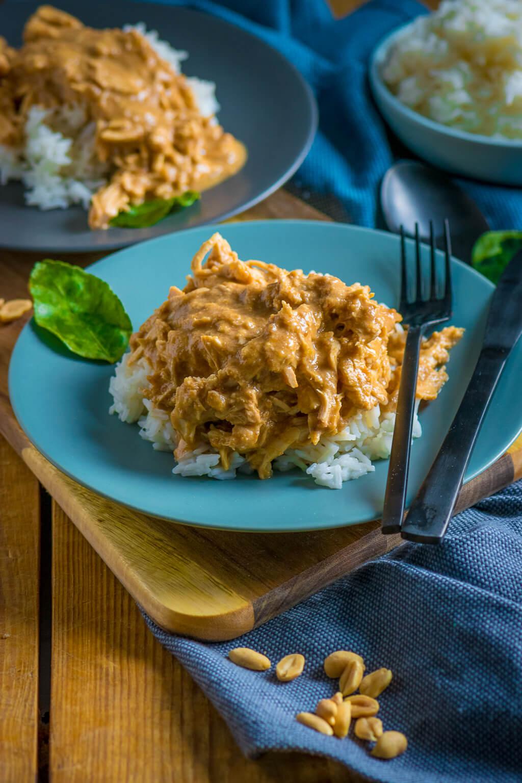 Zart & cremig – Pulled Chicken in Erdnusssauce mit nur 10 Minuten Vorbereitung
