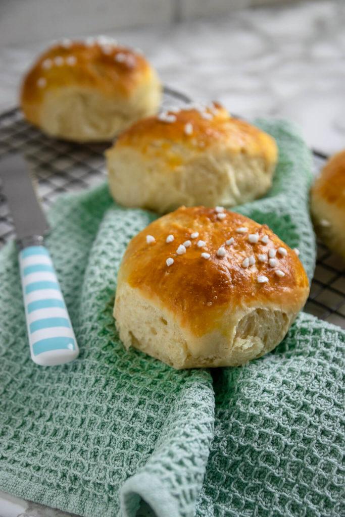 Weiche Quarkbrötchen wie vom Bäcker - mit Hefeteig - beliebt bei Kindern