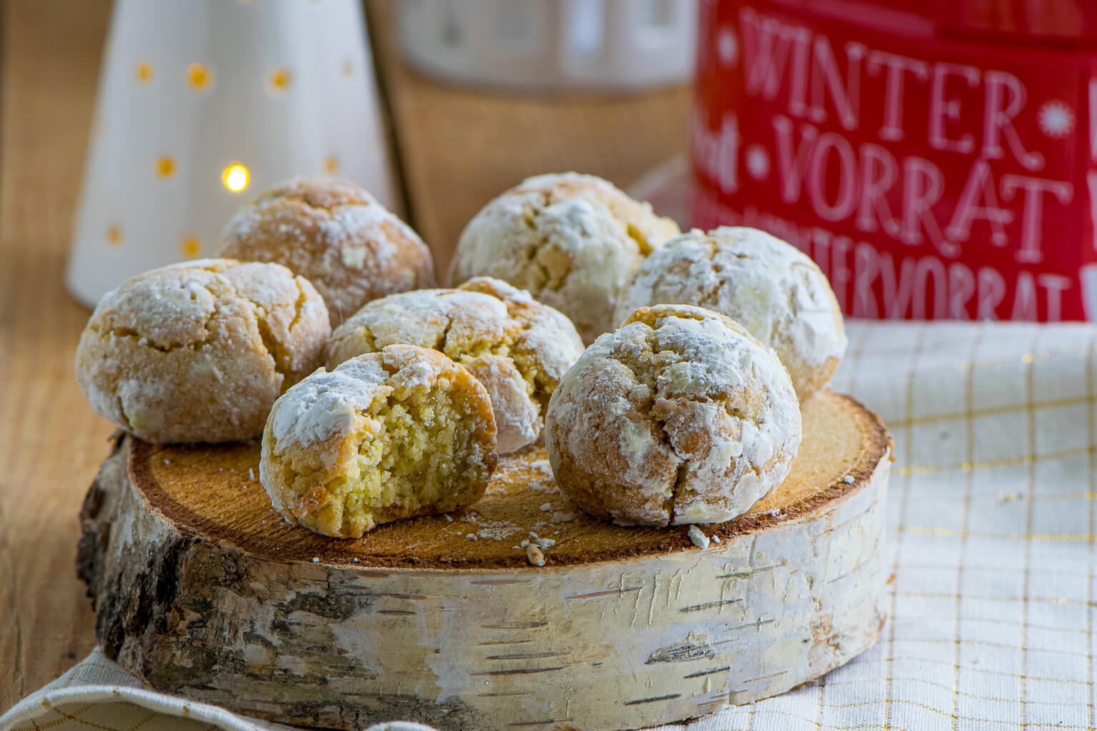 Italienisches Weihnachtsgebäck mit Mandeln - Amaretti Morbidi - Einfach Malene