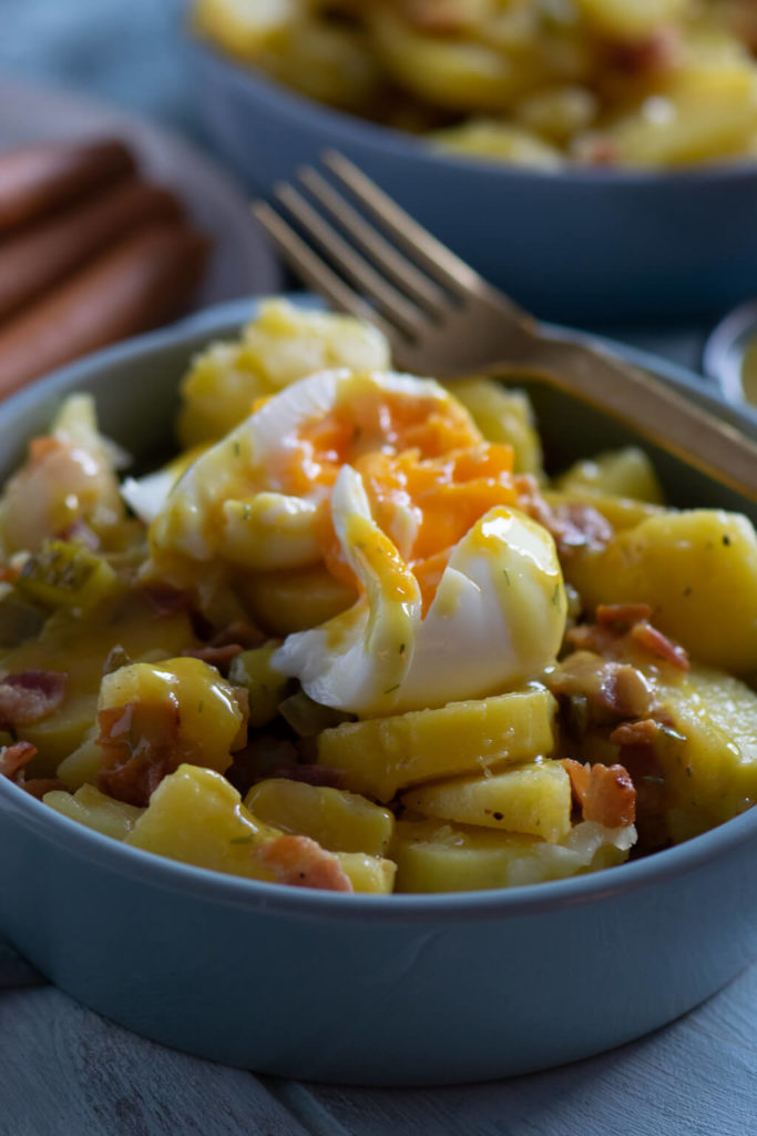 Kartoffelsalat mit Röstzwiebeln und Honig Senf Soße